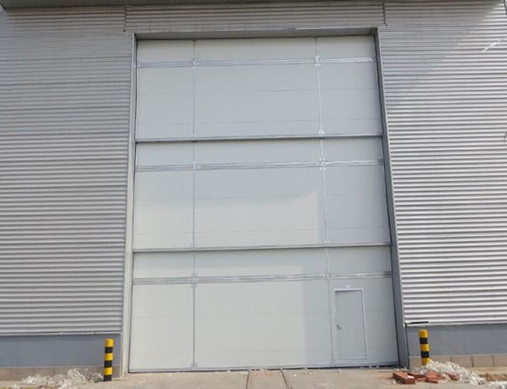 多段重叠垂直提升门